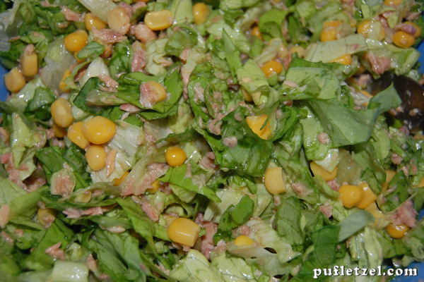 Lettuce with tuna and corn