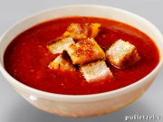 Roasted tomatoes soup with basil